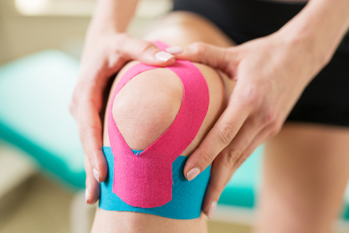 A sports physical therapist can treat runner's knee.